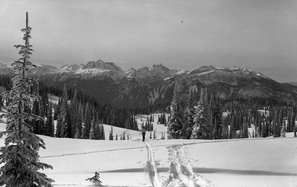 Skiing at Mt. Revelstoke Summit [DN-195]