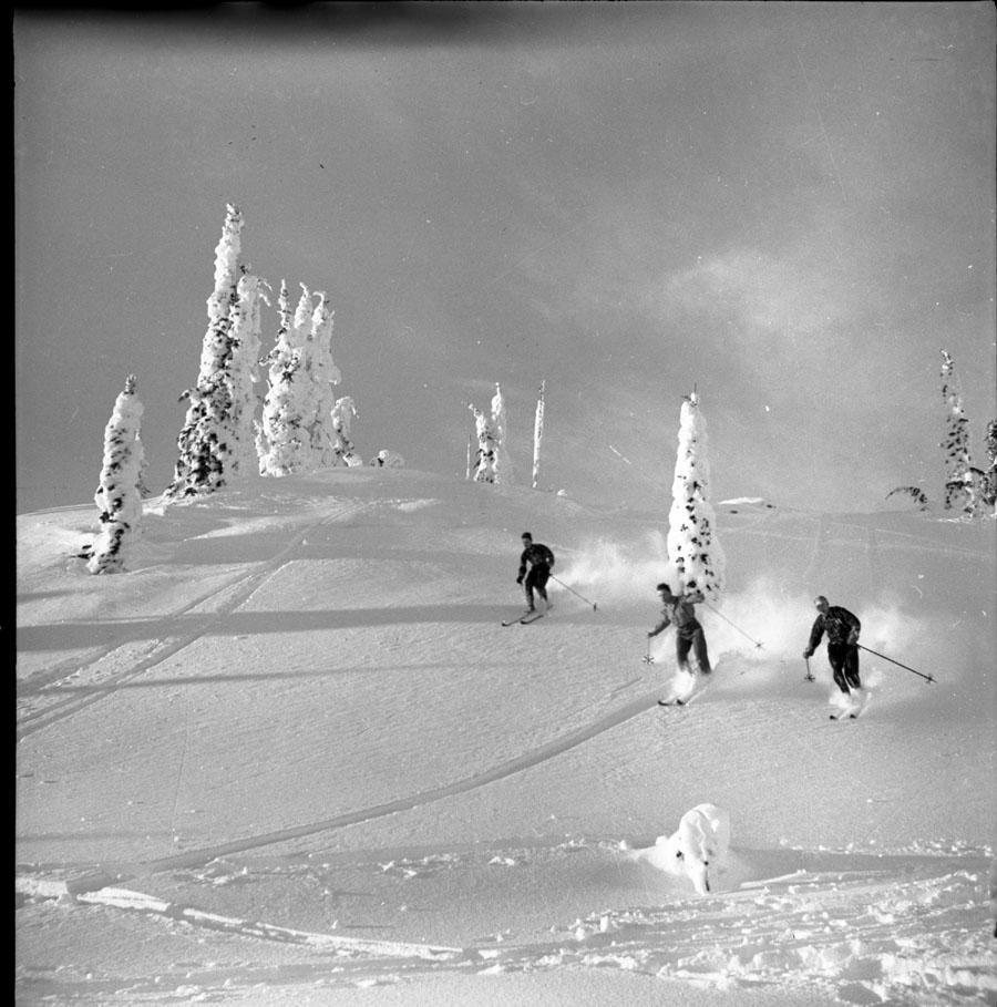 Skiing Mt. Revelstoke [DN-196]