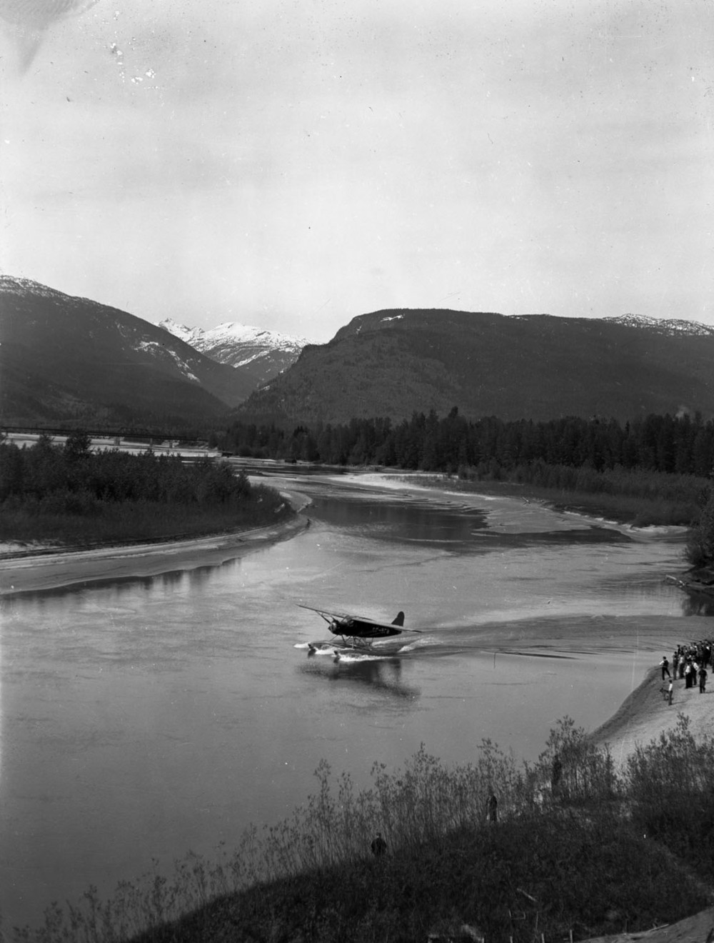 Howard McDonald and Float Plane [DN-668]