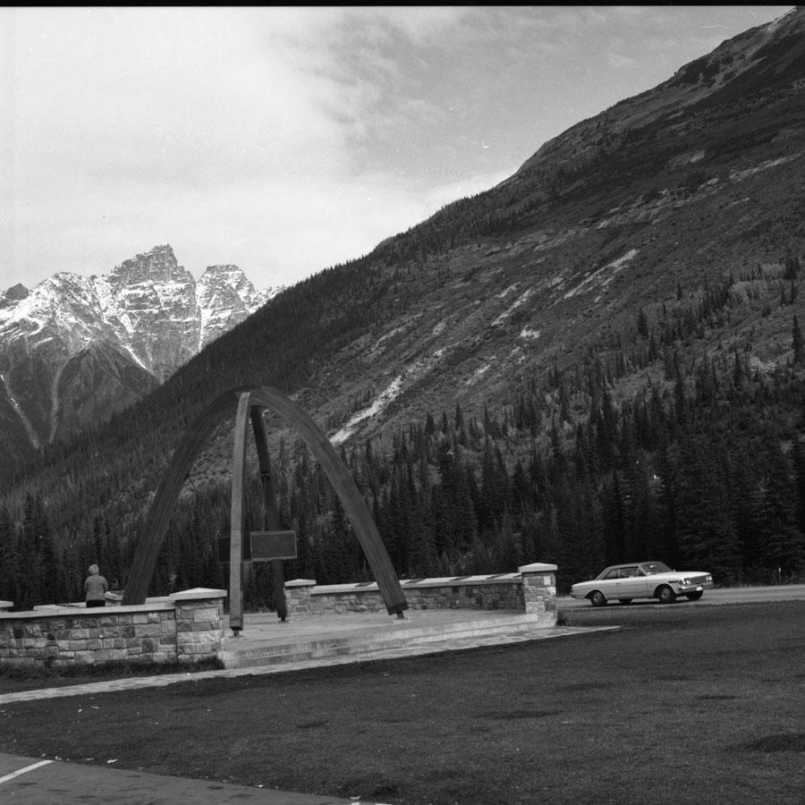 Glacier Park Monument [DN-837]