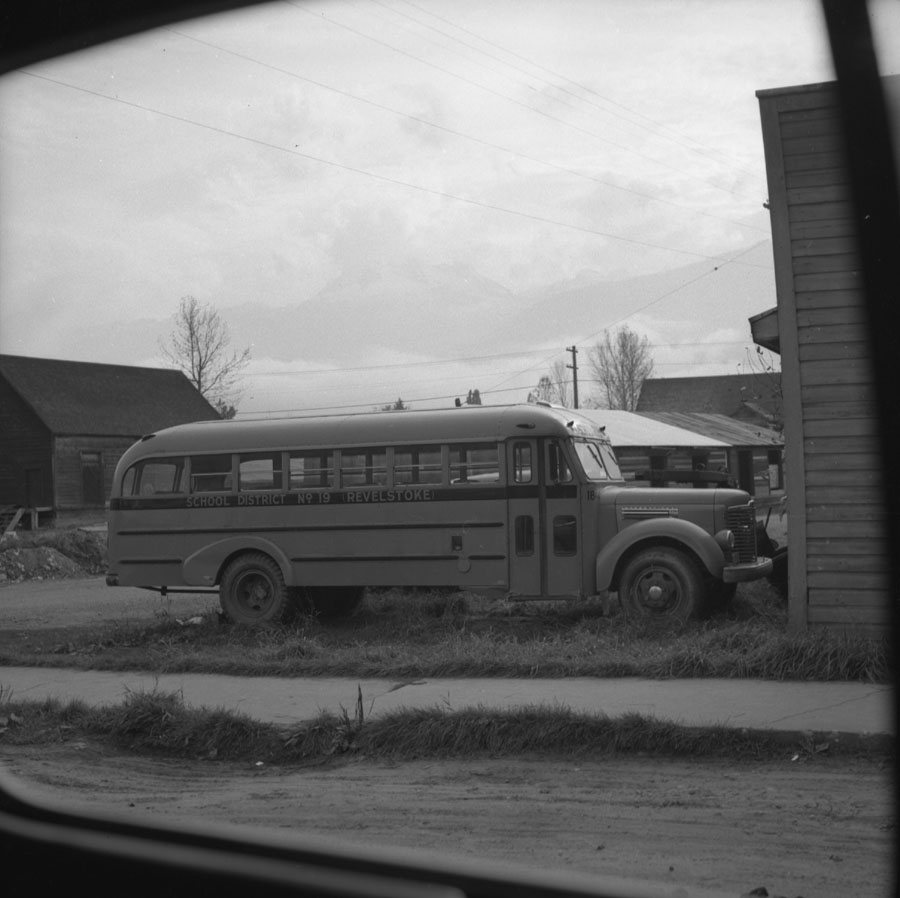 School District 19 Bus [DN-219]