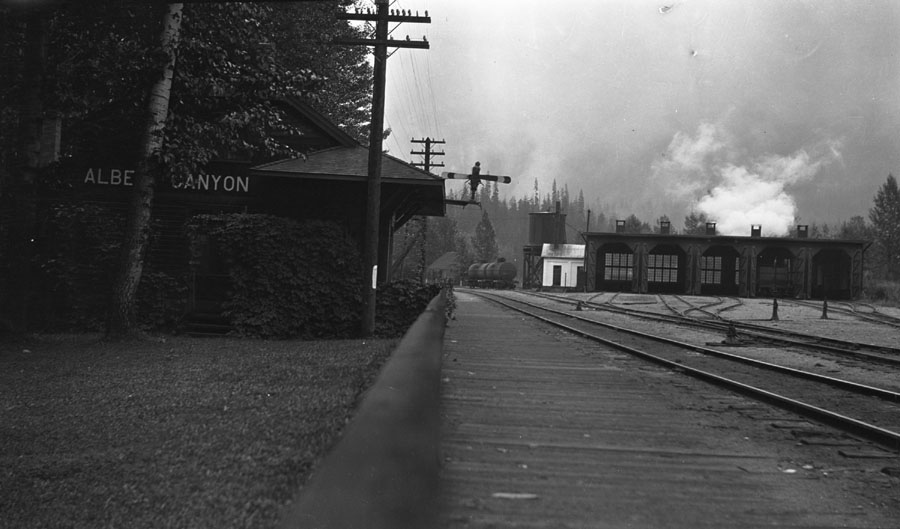 Railway Station at Albert Canyon [DN-27]