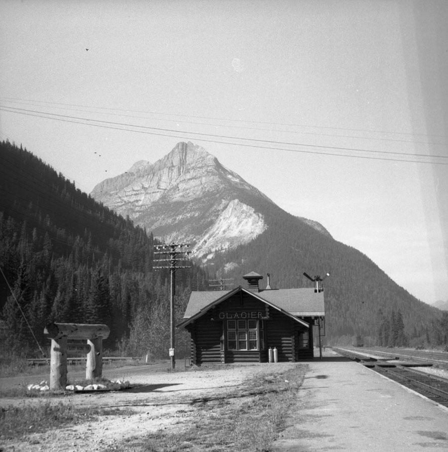 Glacier Station [DN-482]