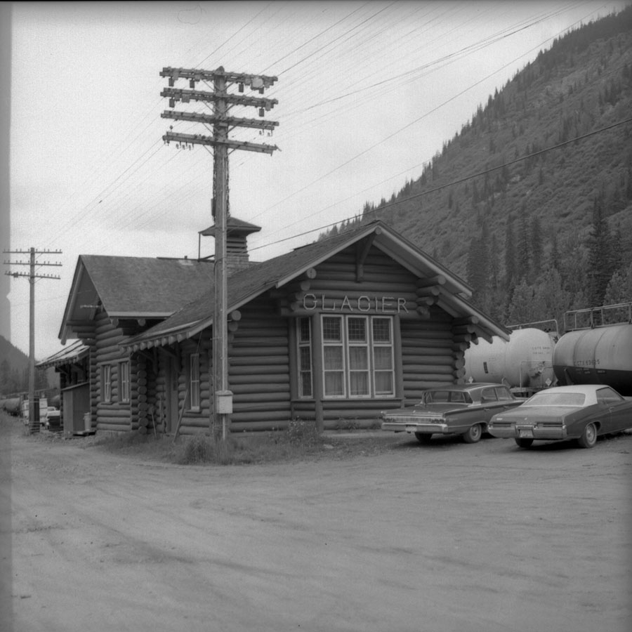 Glacier Station [DN-840]