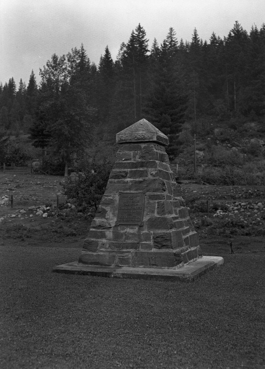 Last Spike Cairn, Craigellachie [DN-881]