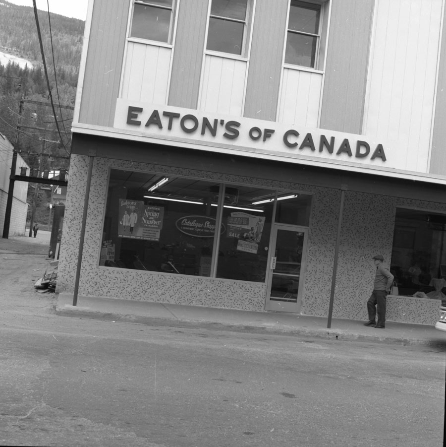 Eaton's Catalogue Store [DN-228]