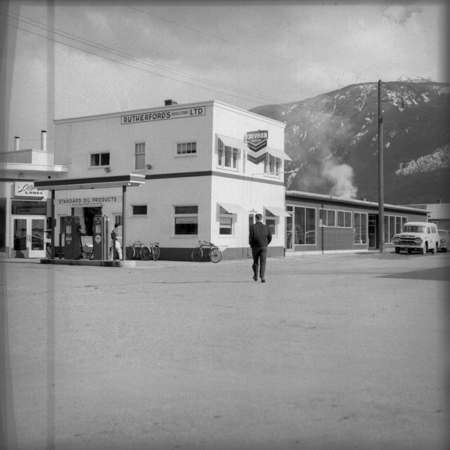 Rutherford Service Station [DN-675]