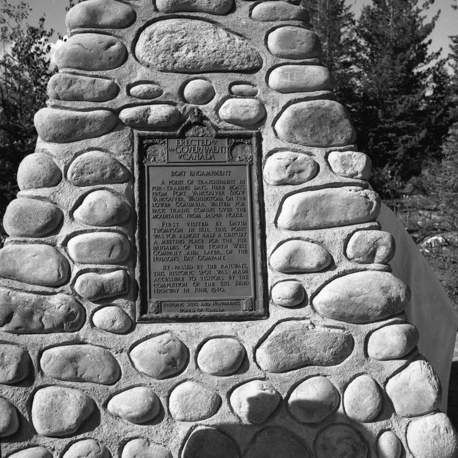 Cairn and Plaque at Boat Encampment [DN-340]