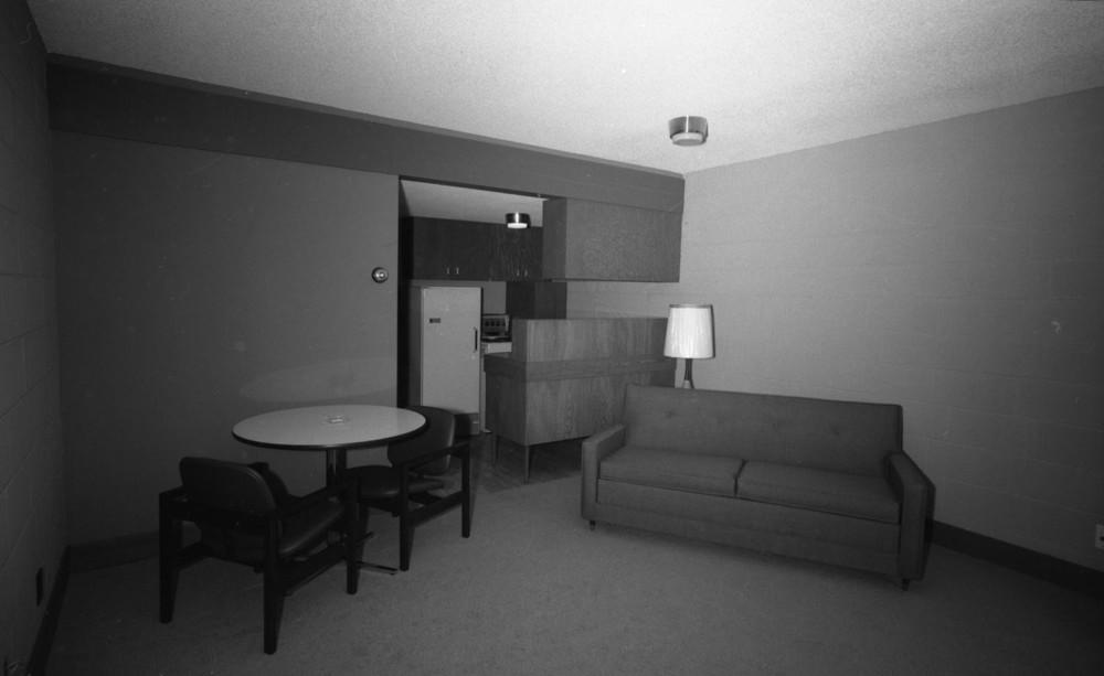 Columbia Motor Inn [DN-557]