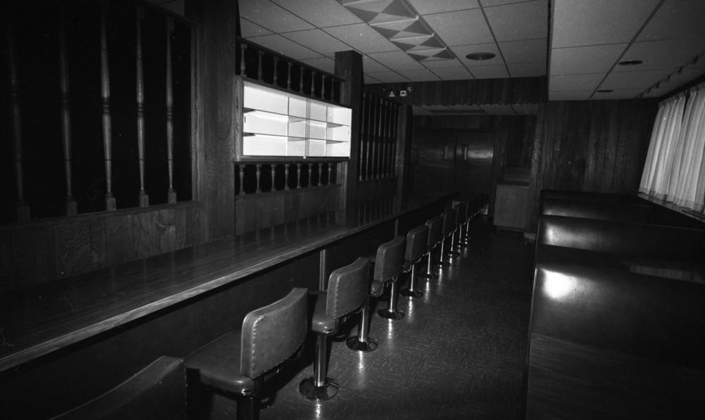 Revelstoke Hotel Bar [DN-561]