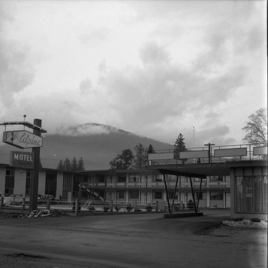 Alpine Motel [DN-758]