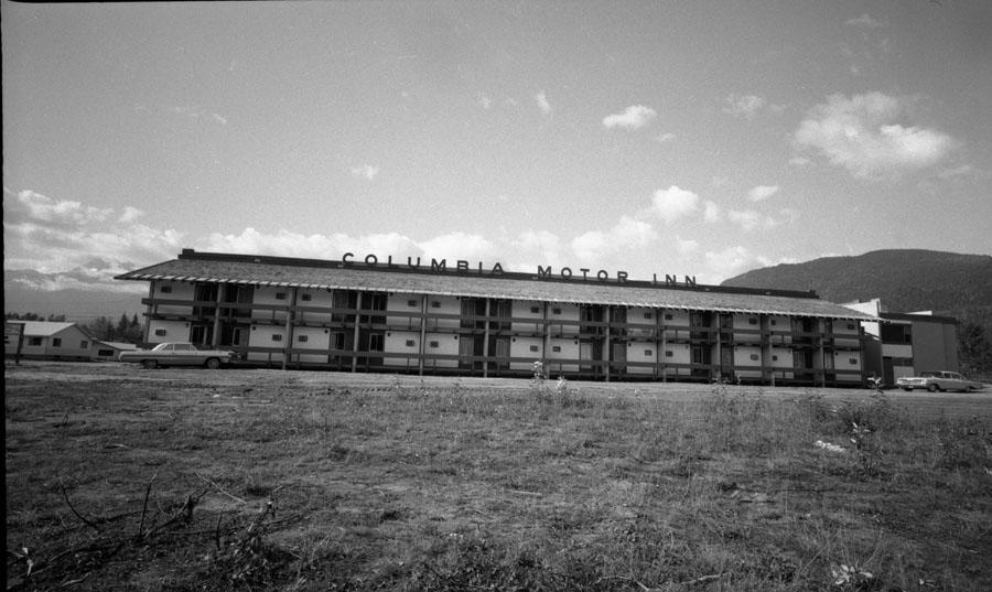 Columbia Motor Inn [DN-761]