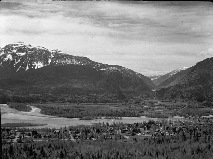 Eagle Pass from Mt. Revelstoke [DN-165]