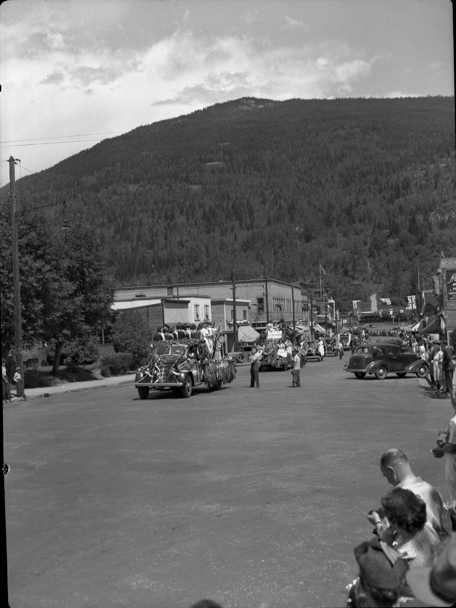 Parade on Mackenzie Avenue [DN-392]