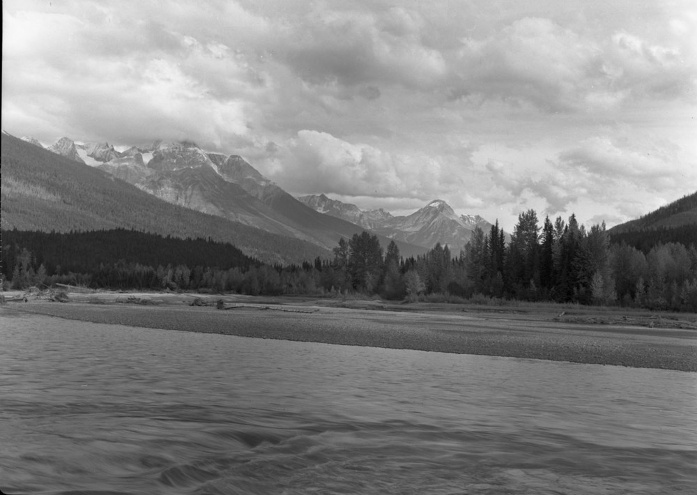 Canoe River and Mountains [DN-314]
