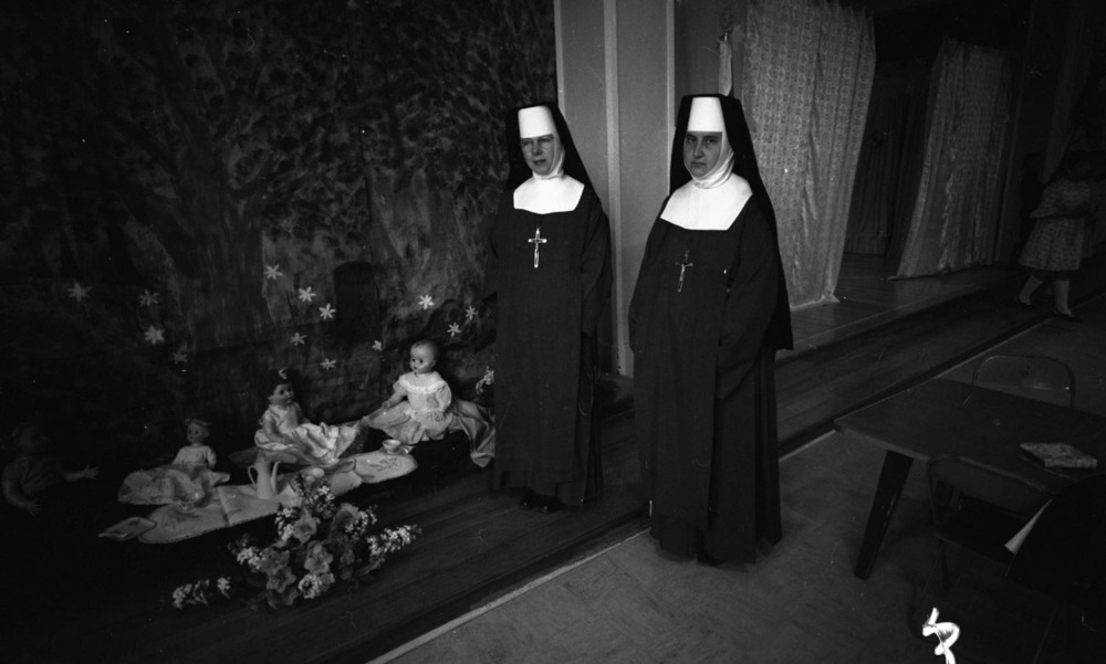 Atonement Sisters, St Francis Church [DN-872]