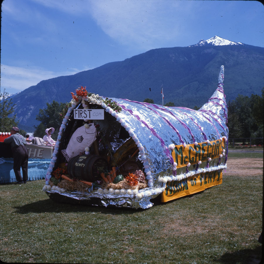 "McGregor's ""Horn of Plenty"" Float [DC2-132]"