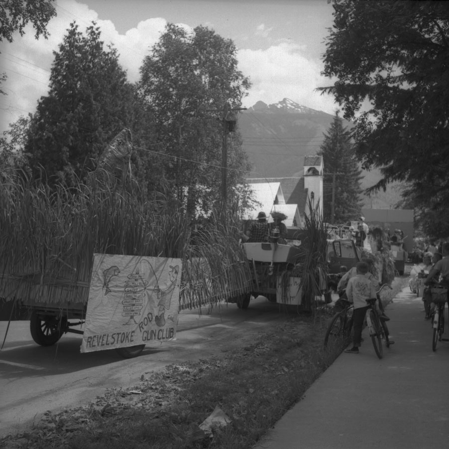 Parade, 1957 [DN-899]