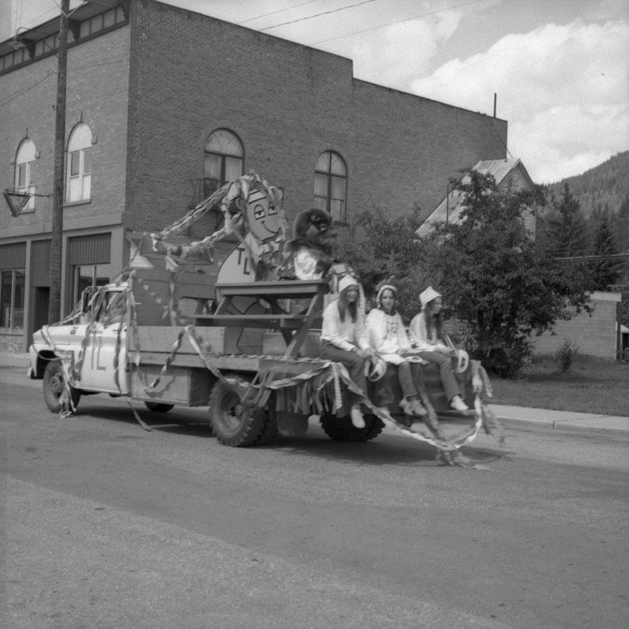 Parade, 1971 [DN-907]