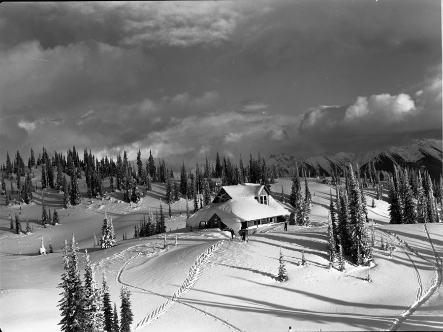 Heather Lodge in Winter [DN-152]