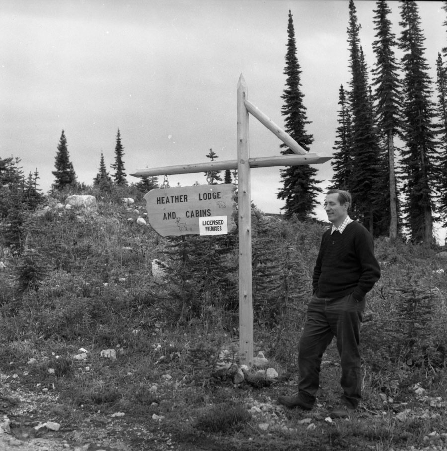 Henry Majchrzak and Heather Lodge Sign [DN-385]
