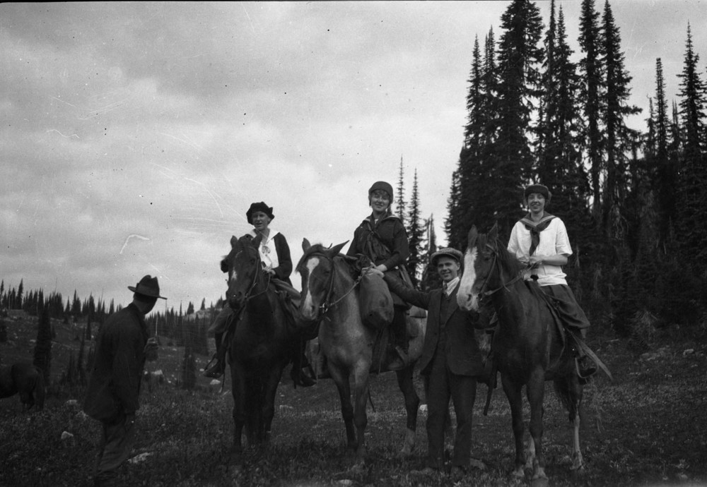 Group with Horses, Mt. Revelstoke [DN-405]