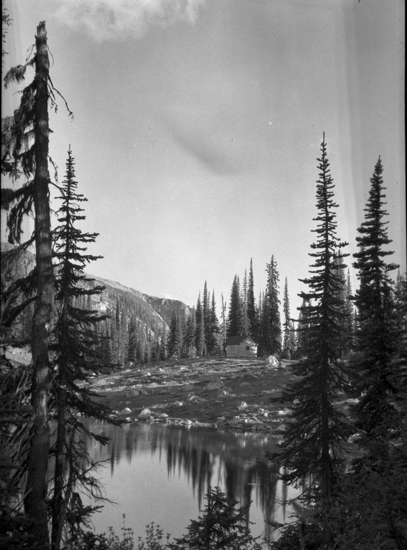 Eva Lake Cabin [DN-476]