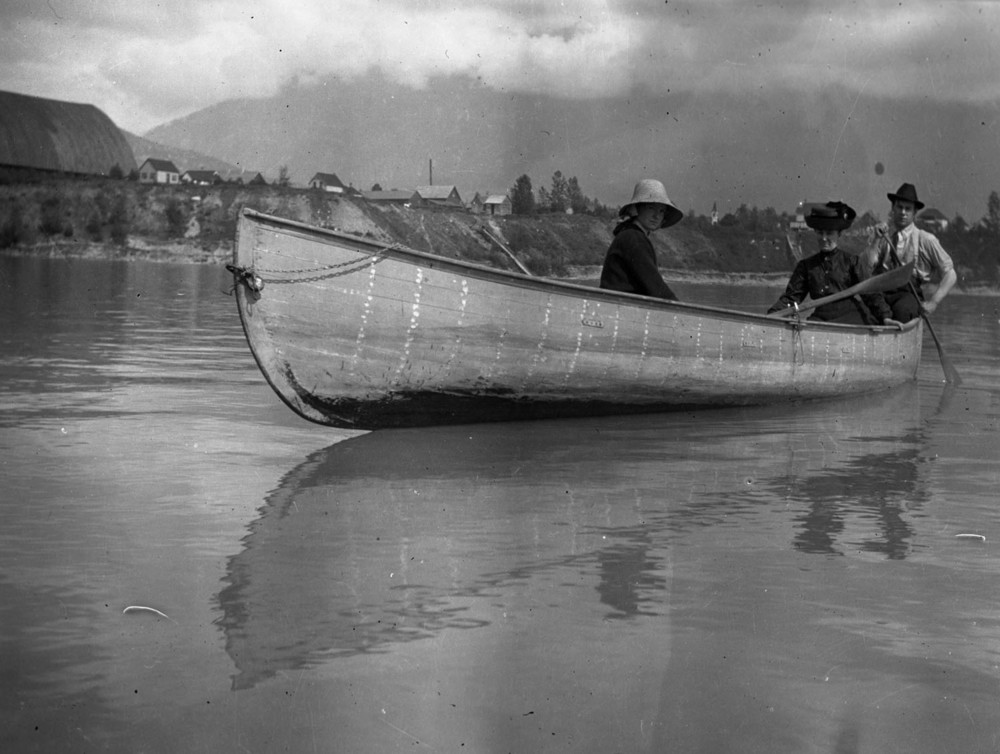 Shella Dickey, Mrs. AN Smith, Eph Smith in Boat [DN-657]