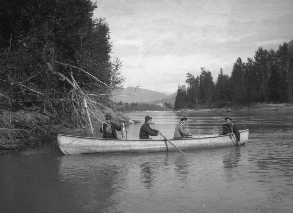 Canoe, Lemuel Briggs, Earle Dickey, Garett and William Tomlinson [DN-991]