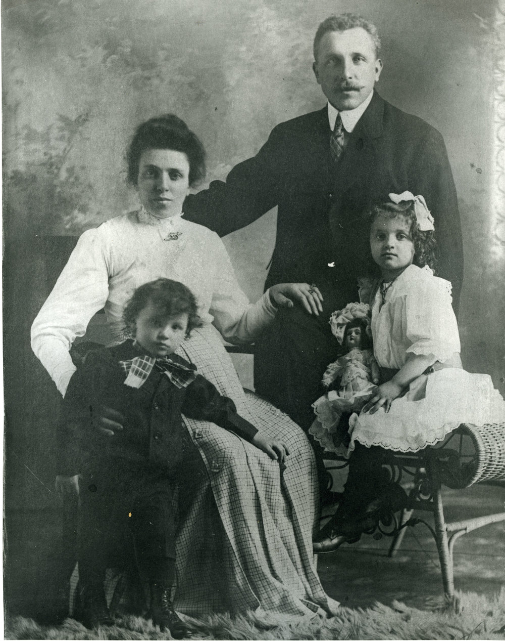 Rosa & Anselmo Pradolini with children