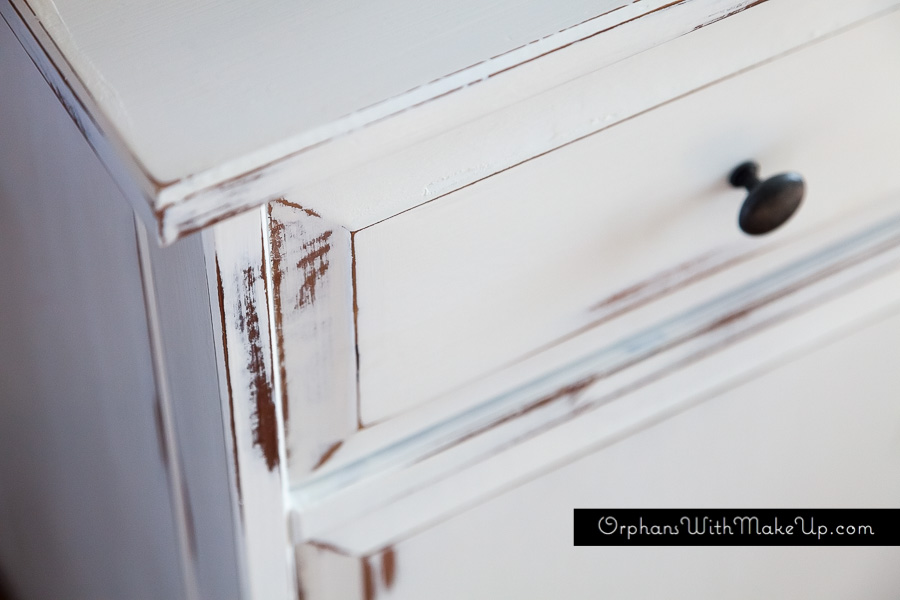 Wet distressing with Annie Sloan Pure White Chalk Paint®