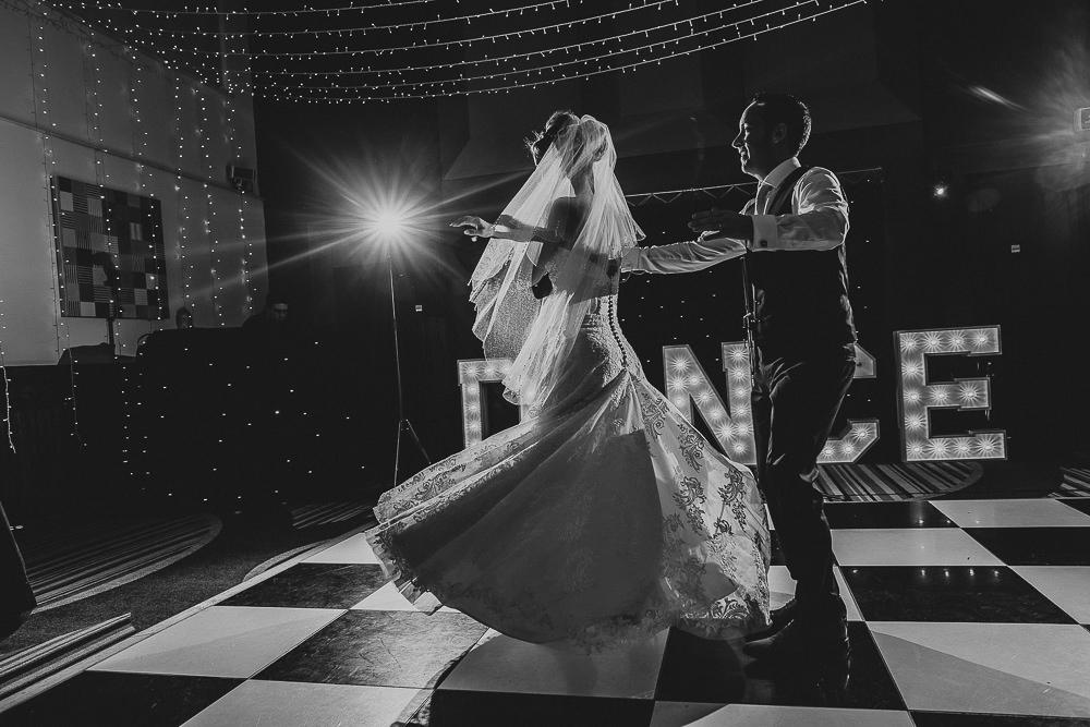 BEST-WEDDING-PHOTOGRAPHER-CORNWALL-127.jpg
