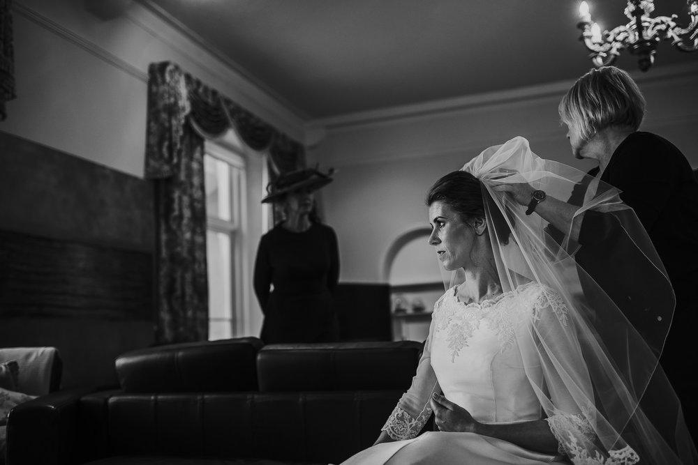 POWDERHAM-CASTLE-WEDDING-PHOTOGRAPHER-49.jpg