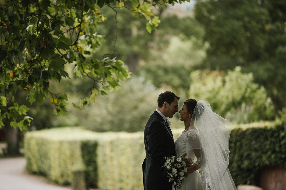 POWDERHAM-CASTLE-WEDDING-PHOTOGRAPHER-133.jpg