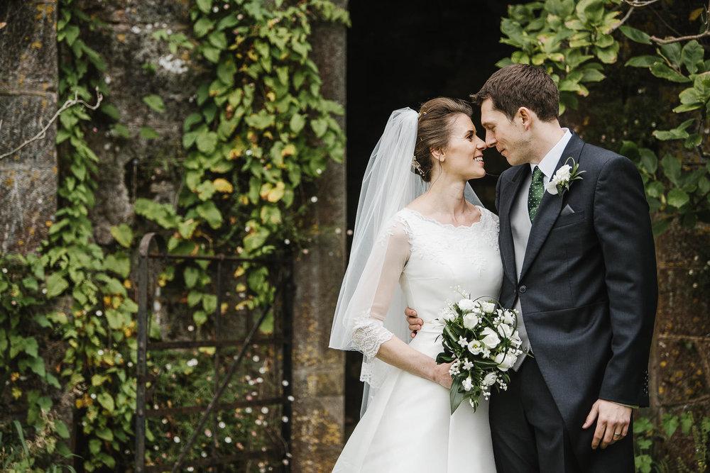 POWDERHAM-CASTLE-WEDDING-PHOTOGRAPHER-136.jpg