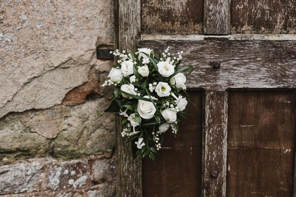 POWDERHAM-CASTLE-WEDDING-PHOTOGRAPHER-170.jpg