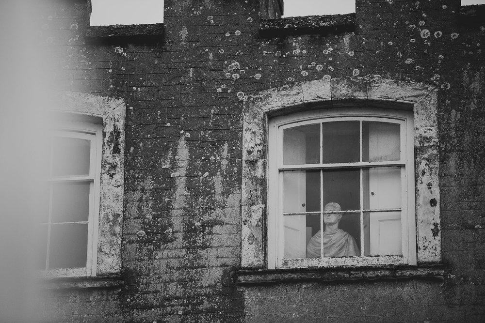 POWDERHAM-CASTLE-WEDDING-PHOTOGRAPHER-177.jpg