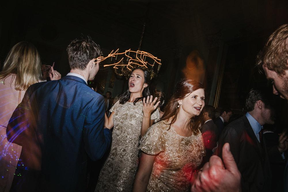 POWDERHAM-CASTLE-WEDDING-PHOTOGRAPHER-204.jpg