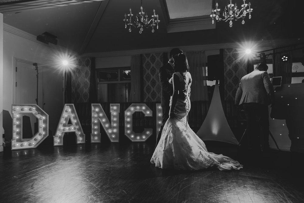 CORNWALL-WEDDING-PHOTOGRAPHER-2601.jpg