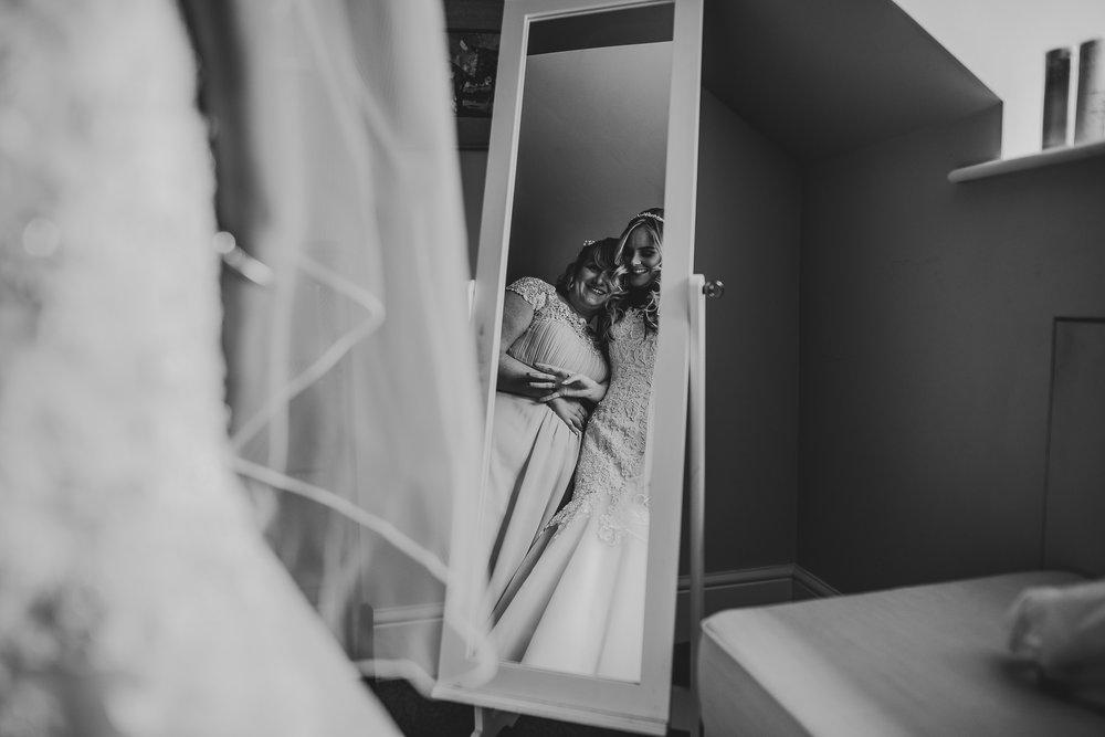 BEST-WEDDING-PHOTOGRAPHER-CORNWALL-2018-167.jpg