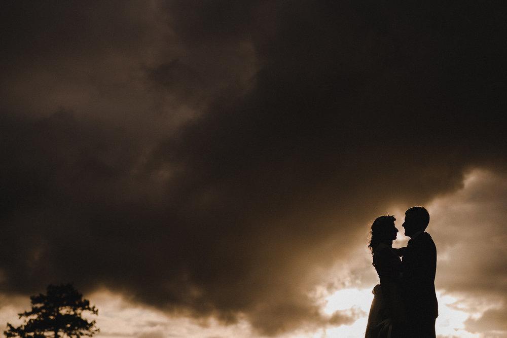 POWDERHAM-CASTLE-WEDDING-PHOTOGRAPHER-CORNWALL-DEVON-89.jpg