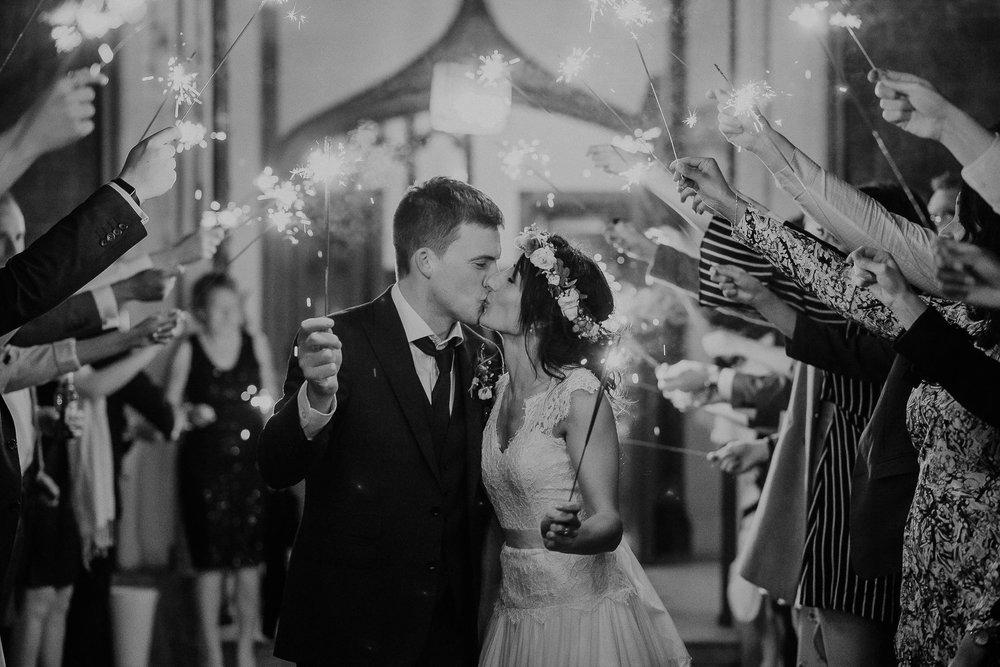 POWDERHAM-CASTLE-WEDDING-PHOTOGRAPHER-CORNWALL-DEVON-116.jpg