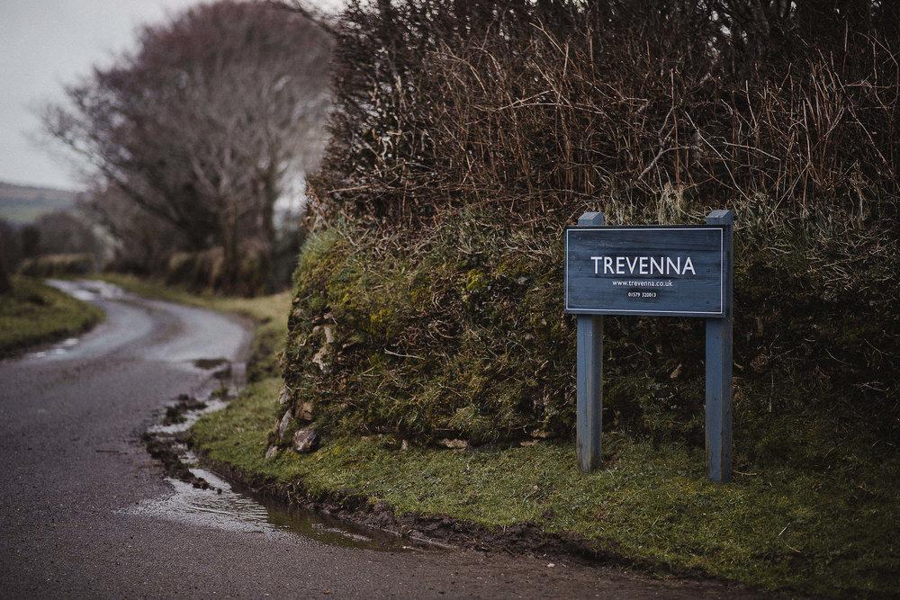 TREVVENA-BARNS-WEDDING-PHOTOGRAPHER-CORNWALL-DEVON-1.jpg