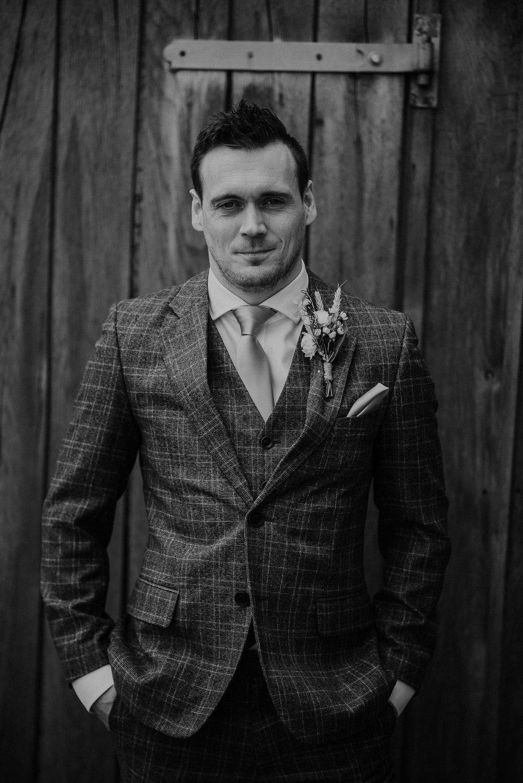 TREVVENA-BARNS-WEDDING-PHOTOGRAPHER-CORNWALL-DEVON-25.jpg