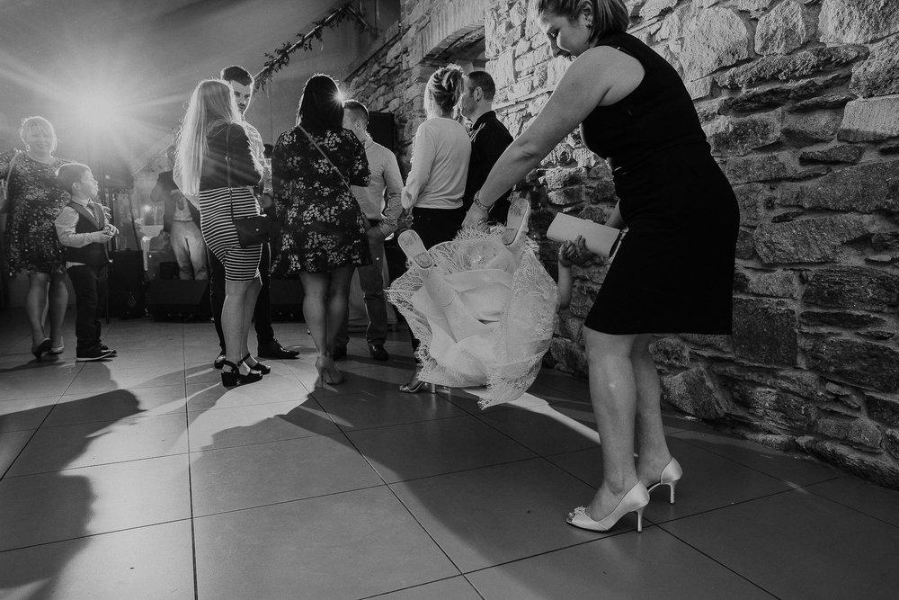 TREVVENA-BARNS-WEDDING-PHOTOGRAPHER-CORNWALL-DEVON-93.jpg
