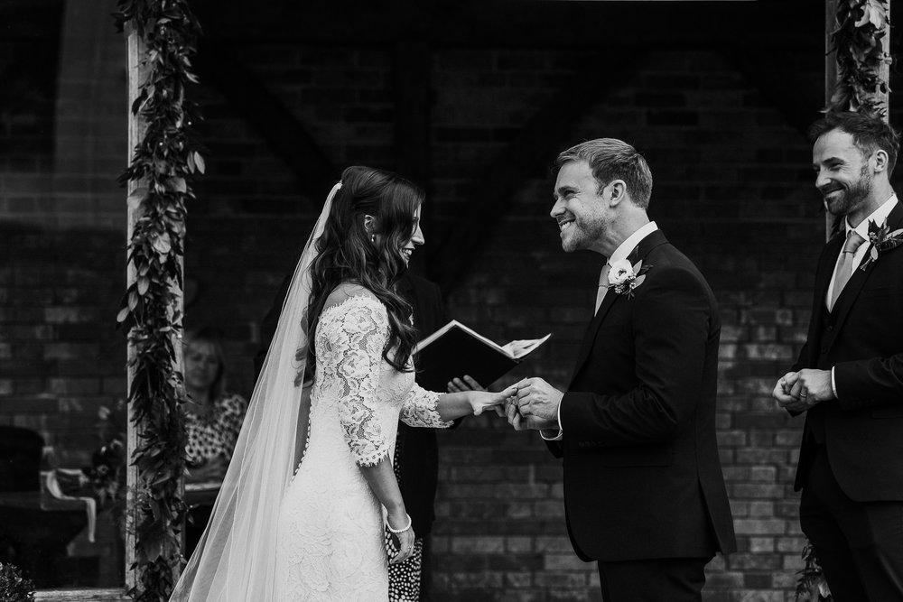 BEST-WEDDING-PHOTOGRAPHER-CORNWALL-AND-DEVON-2019-115.jpg
