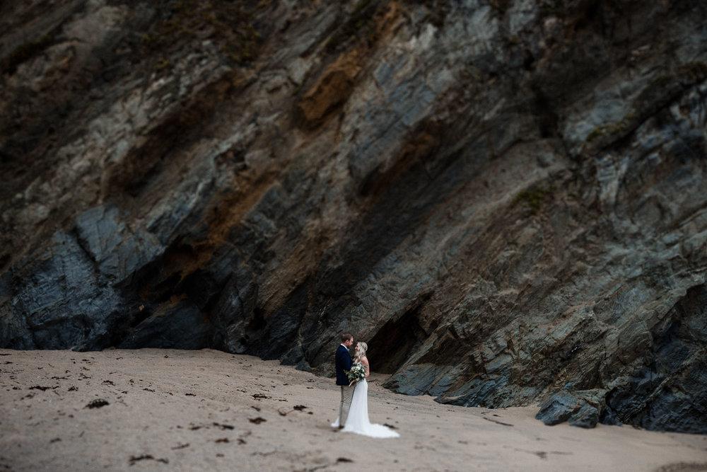BEST-WEDDING-PHOTOGRAPHER-CORNWALL-AND-DEVON-2019-192.jpg