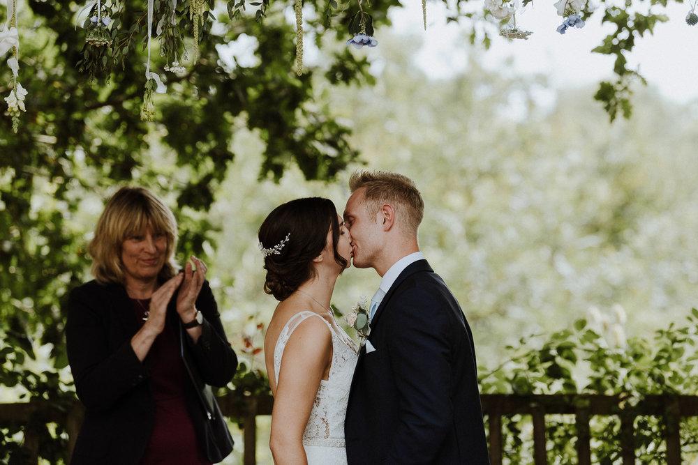 BEST-WEDDING-PHOTOGRAPHER-CORNWALL-AND-DEVON-2019-213.jpg