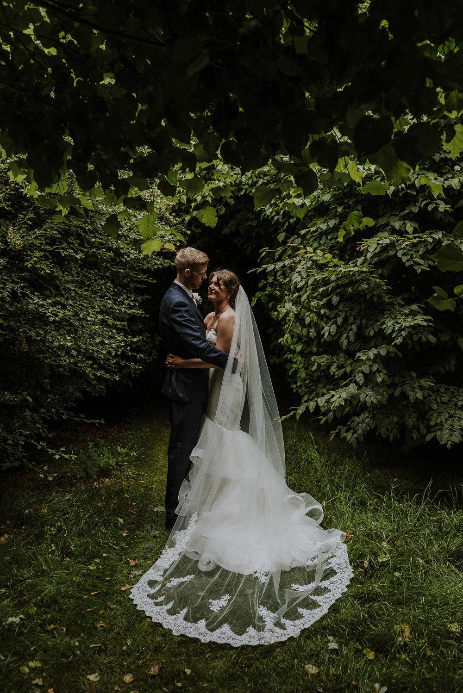 BEST-WEDDING-PHOTOGRAPHER-CORNWALL-AND-DEVON-2019-216.jpg