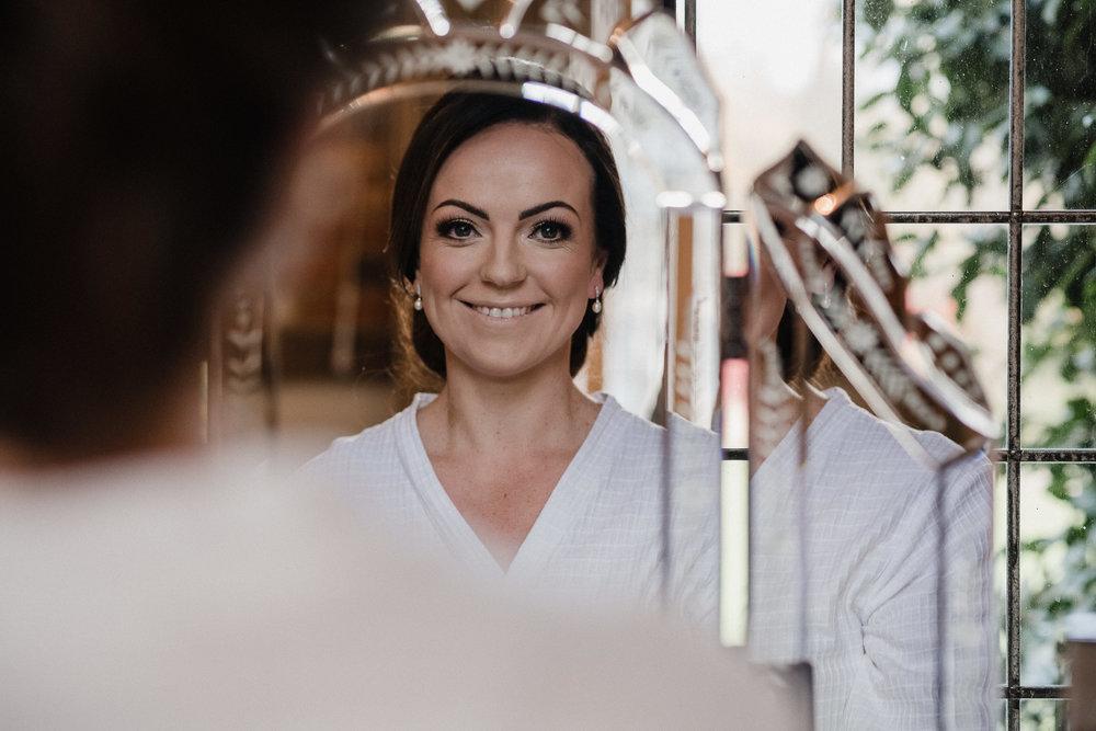 BEST-WEDDING-PHOTOGRAPHER-CORNWALL-AND-DEVON-2019-235.jpg